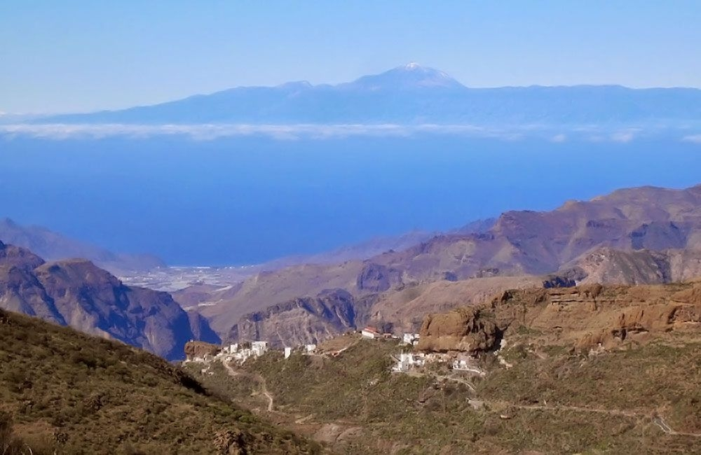 looking-towards-tenerife-from-toscon
