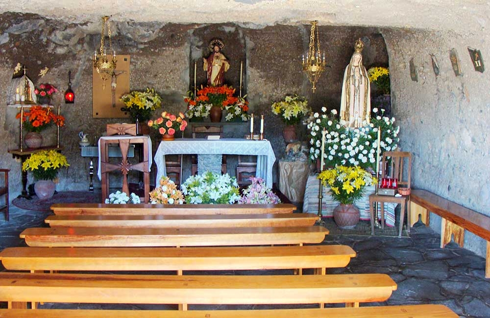 inside-the-cave-church-at-barranco-hondo