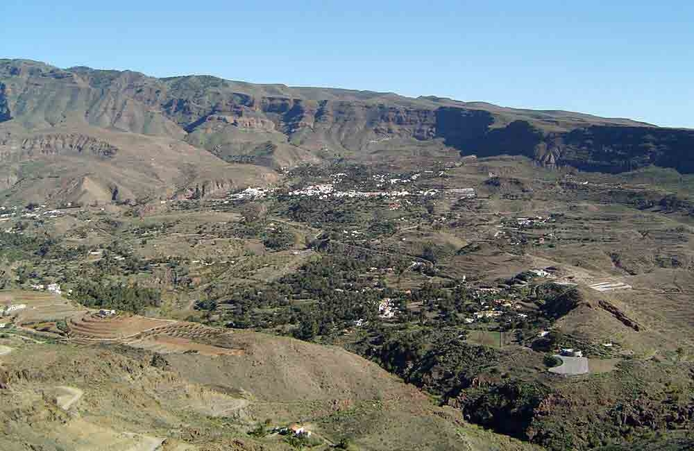 looking-across-barranco-de-tirajana-to-santa-lucia