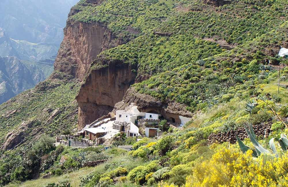 cave-houses-at-acusa